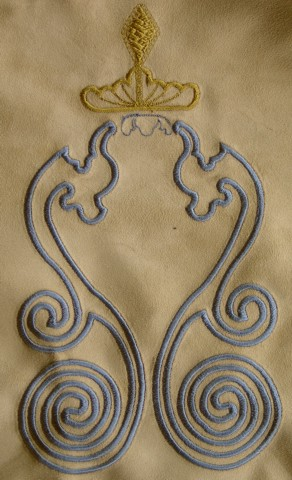geo-crown-swirl-satin-stitch-abstract-embroidery